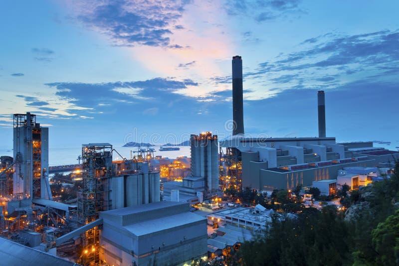 Central eléctrica en la oscuridad foto de archivo libre de regalías