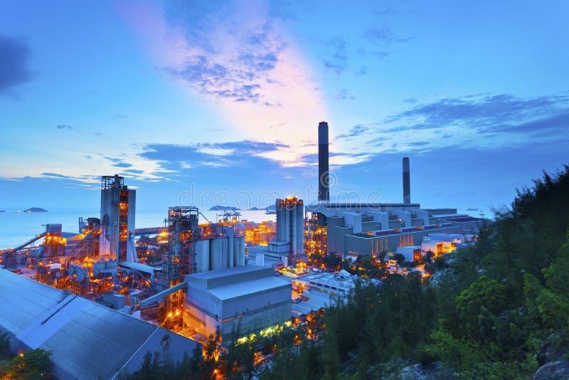 Central eléctrica en la puesta del sol en Hong Kong imagen de archivo