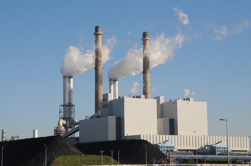 Central eléctrica encendida carbón fotografía de archivo