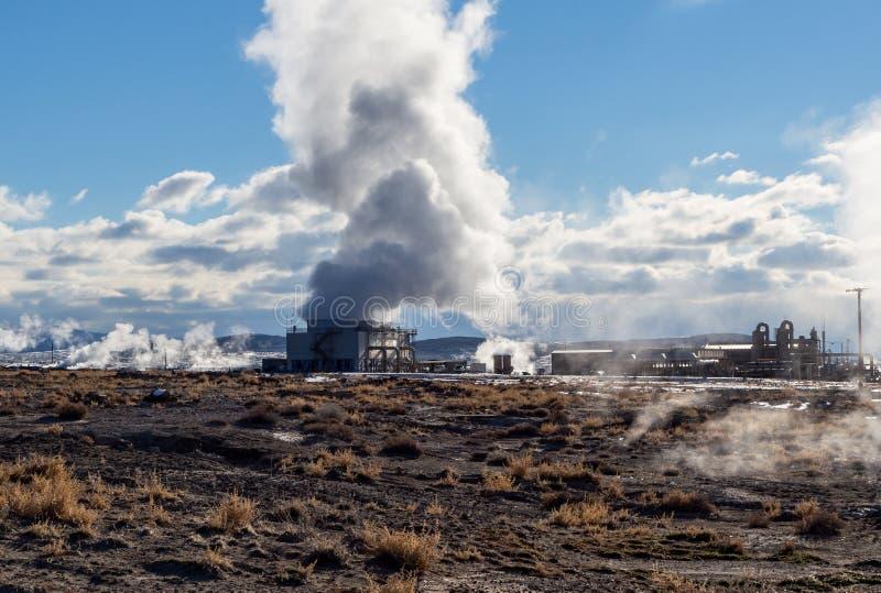 Central eléctrica geotérmica imágenes de archivo libres de regalías