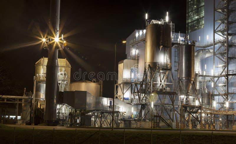 Central eléctrica por noche fotografía de archivo libre de regalías