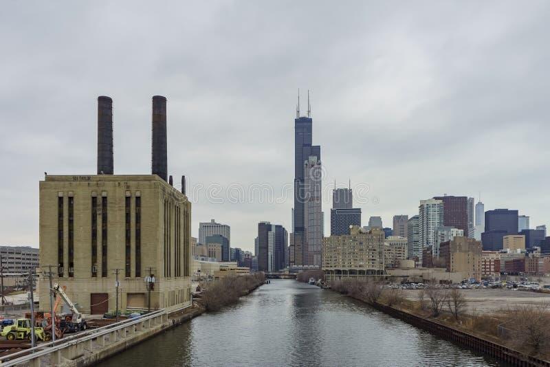 Central eléctrica y Willis Tower de la unión fotos de archivo libres de regalías