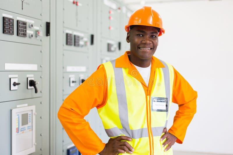 Central elétrica africano do eletricista imagens de stock royalty free