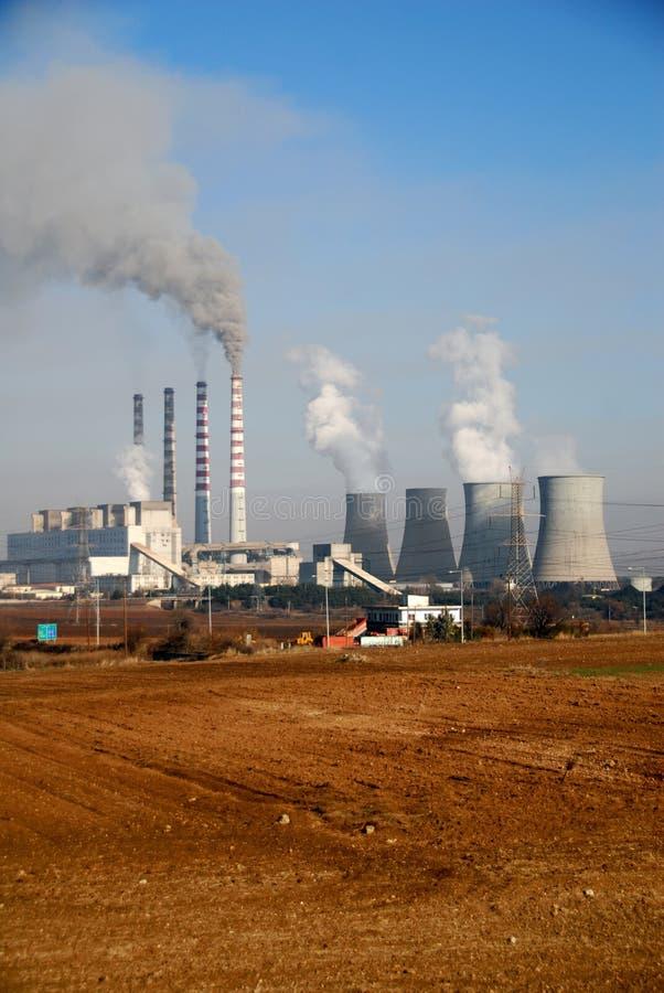 Central elétrica bonde do carvão vegetal em Ptolemaida, Grécia imagens de stock