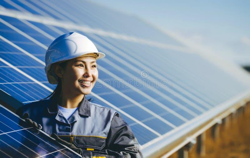 Central elétrica de energias solares fotografia de stock royalty free