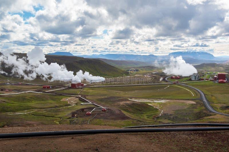 Central elétrica geotérmica de Krafla, dia chuvoso, Islândia do norte fotografia de stock