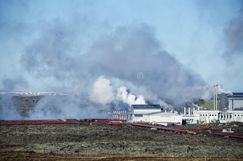 Central elétrica geotérmica na península de Reykjanes, Islândia foto de stock royalty free