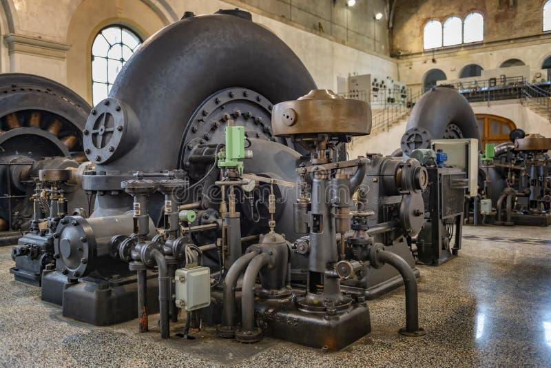 Central elétrica hidroelétrico retro imagem de stock
