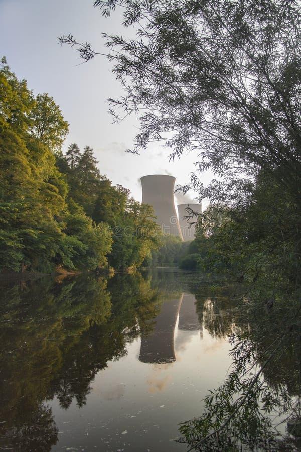 Central el?trica nos bancos do rio Severn em Ironbridge fotos de stock royalty free