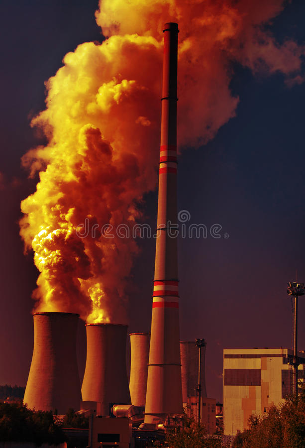 Central energética e poluição de carvão imagem de stock royalty free