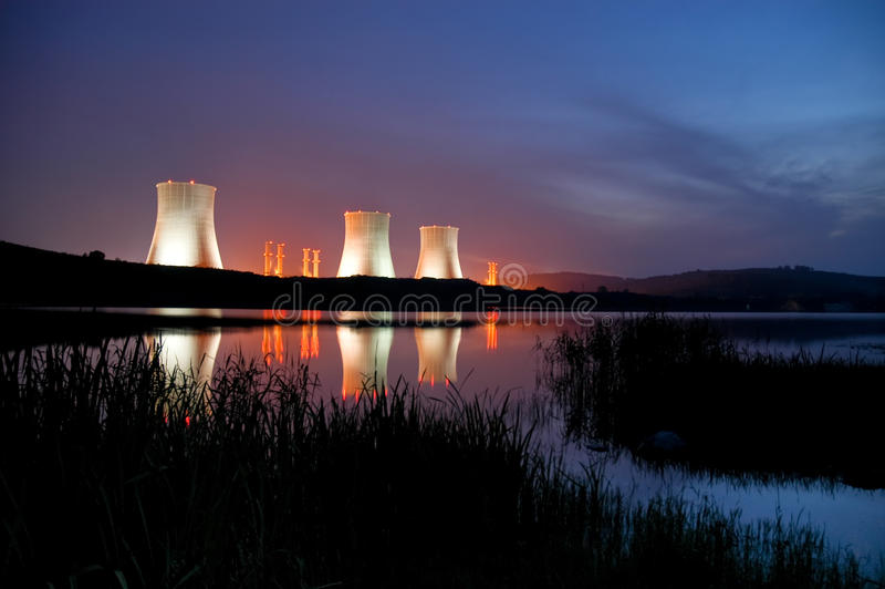 Central energética nuclear imagem de stock