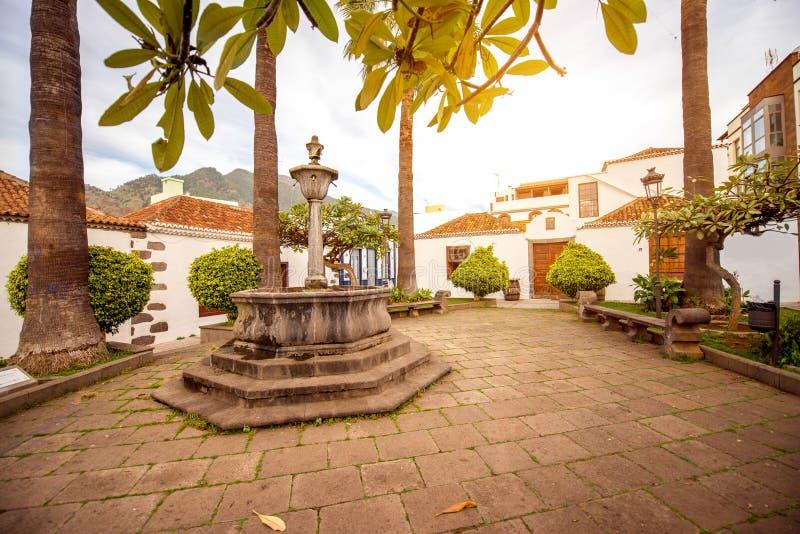 Central fyrkant på stad för Los LLanos arkivbilder