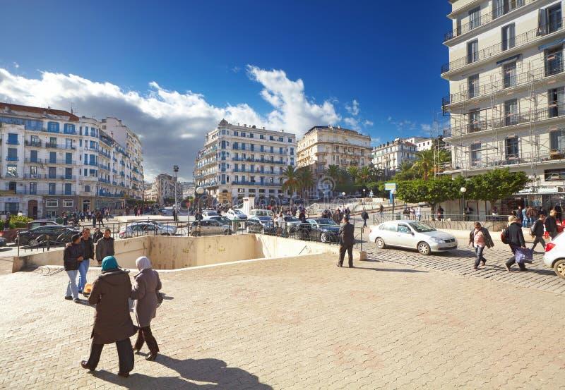 Central gata av den Algiers staden, Algeriet royaltyfria foton