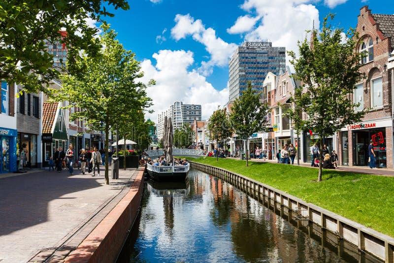 Central gata av Zaandam, Nederländerna royaltyfri foto