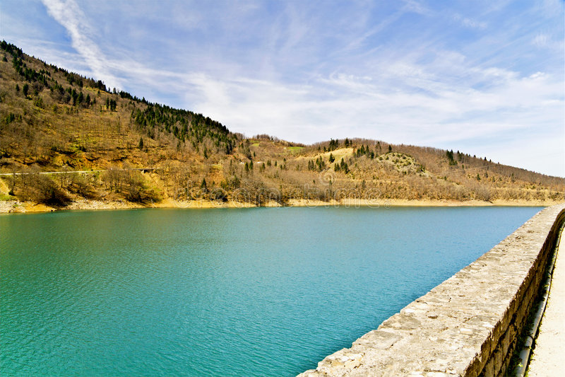 central greece lake arkivfoto