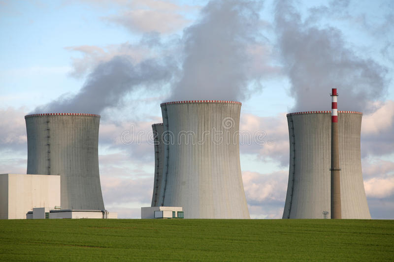 Central nuclear imagens de stock royalty free
