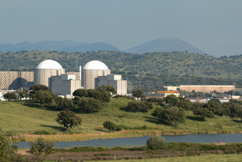 Central nuclear de Almaraz en el centro de España fotos de archivo libres de regalías