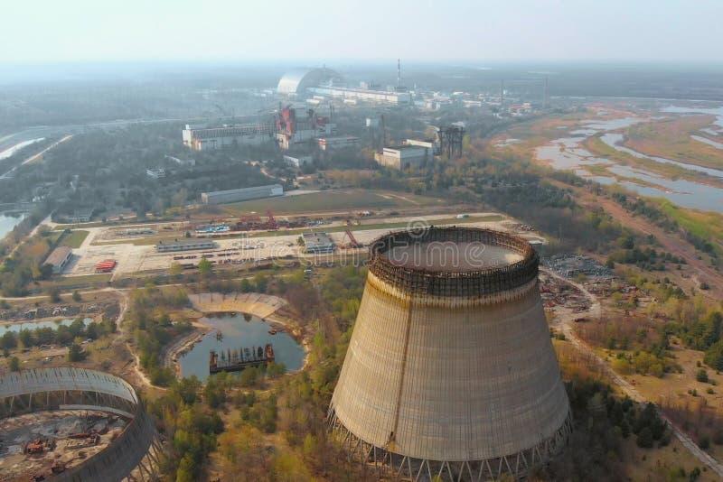 Central nuclear de Chern?bil, Ukrine Silueta del hombre de negocios Cowering fotografía de archivo libre de regalías