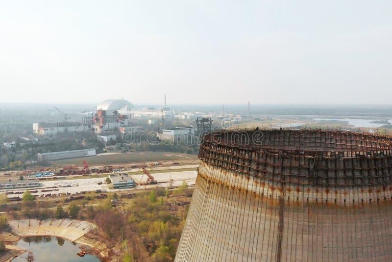 Central nuclear de Chern?bil, Ukrine Silueta del hombre de negocios Cowering imagen de archivo