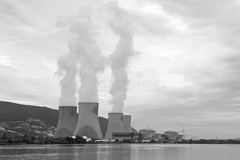 Central nuclear el río Rhone, Cruas, Francia imágenes de archivo libres de regalías