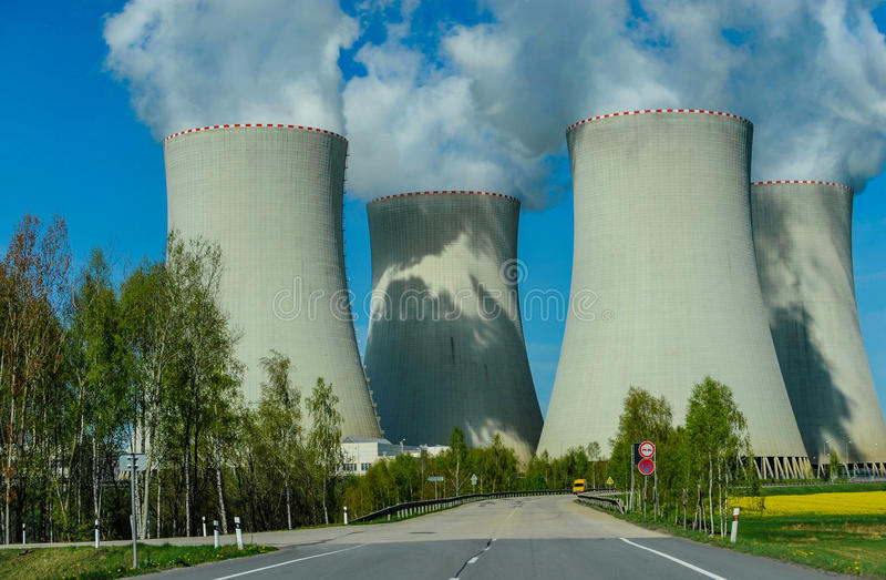 Central nuclear grande fotos de archivo libres de regalías