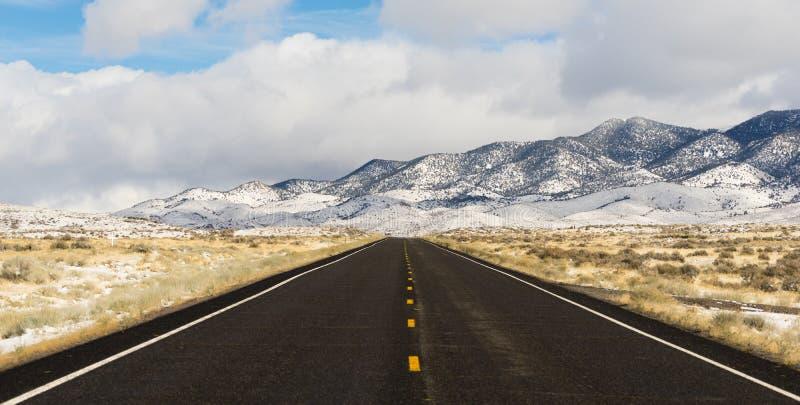 Central panorâmico Nevada Highway da bacia da paisagem do inverno grande fotografia de stock royalty free