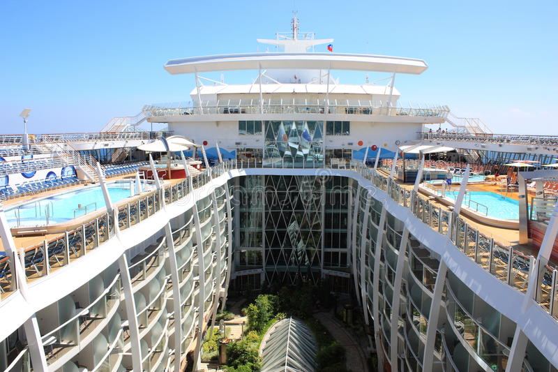 Download Central Park Onboard Oasis Of The Seas Editorial Stock Photo - Image of deck, outside: 22730603
