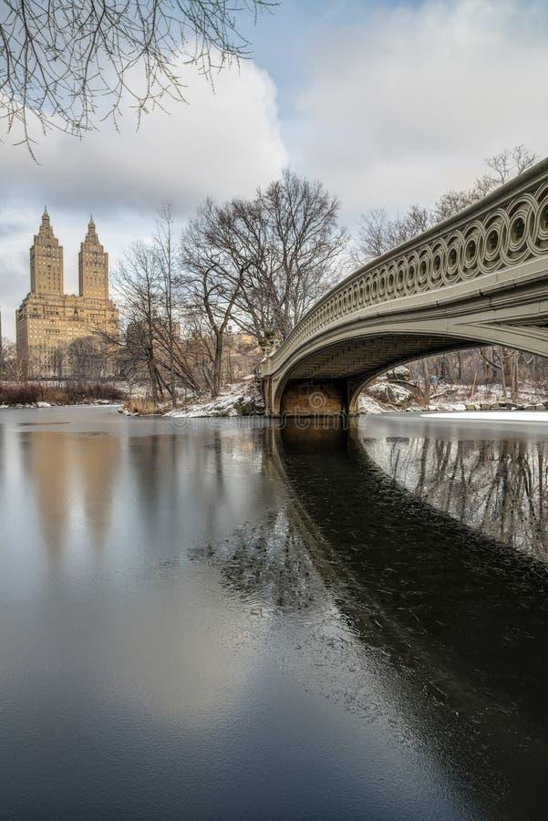 Central Park, ponte da curva de New York City fotos de stock