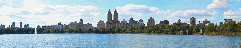Central Park sjöNew York panorama arkivfoto