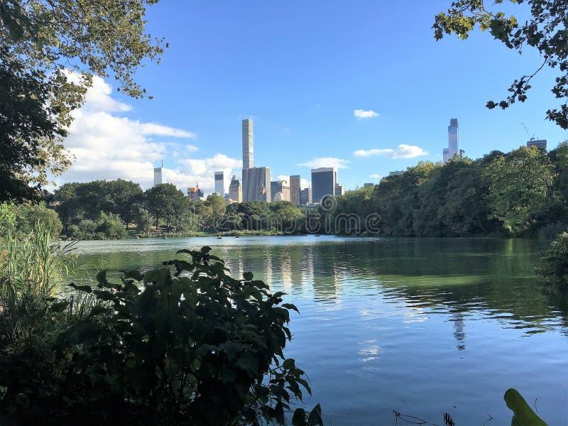 Central Park, vista di New York, lago fotografia stock libera da diritti