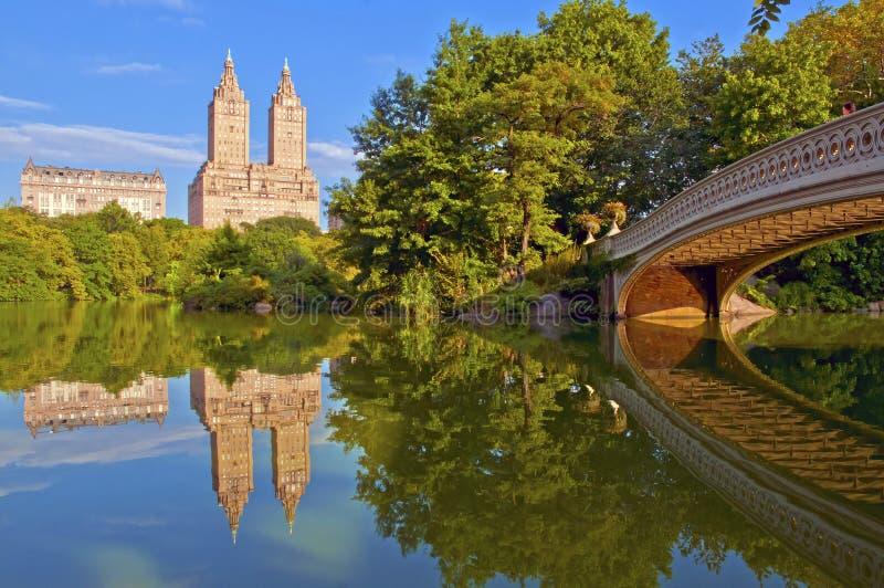 Central Park y puente del arco, Nueva York fotografía de archivo libre de regalías