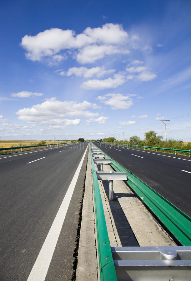 Free Central Partition Belt Of The Highway Royalty Free Stock Photos - 11129548
