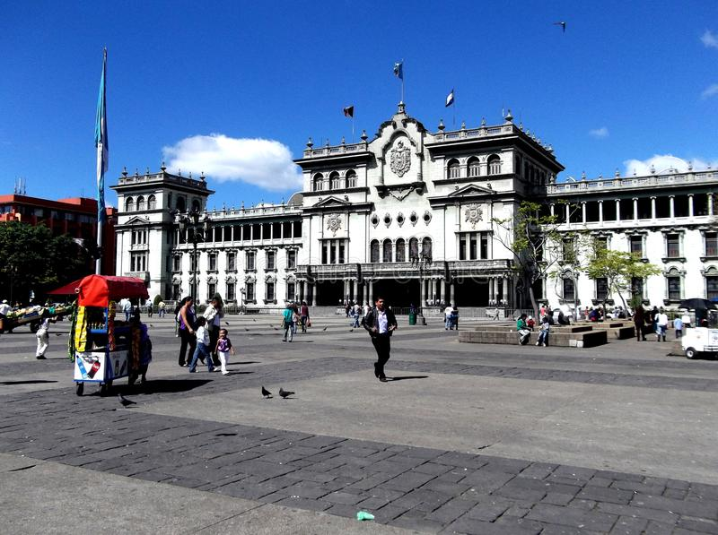 Central plaza och den nationella kulturslotten i i stadens centrum Guatemala City royaltyfria foton