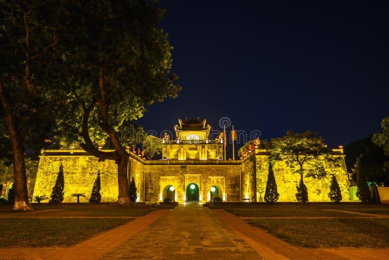 Central sektor av den imperialistiska citadellen av Thang länge, det kulturella komplexet som består av den kungliga bilagan som  royaltyfri bild