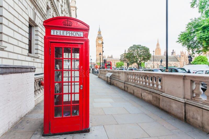 Centrala London, England med den berömda gränsmärket siktar Big Ben och royaltyfri foto