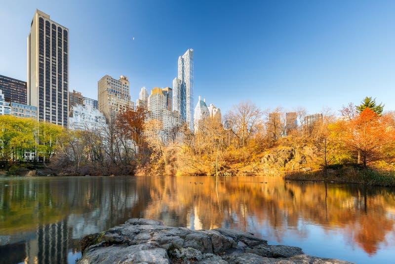 Centrala park przy jesień rankiem obraz stock