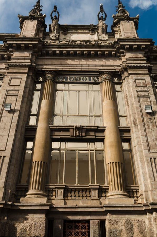 Centralbank av ekvatorlandet, härlig arkitektur med stora kolonner royaltyfri fotografi