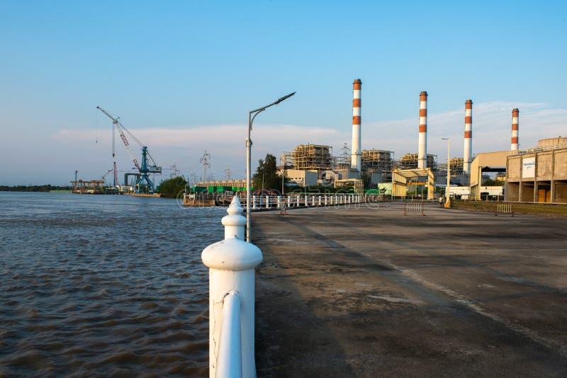 Centrale électrique de Bangpakong, concept énergétique, ciel nocturne images stock