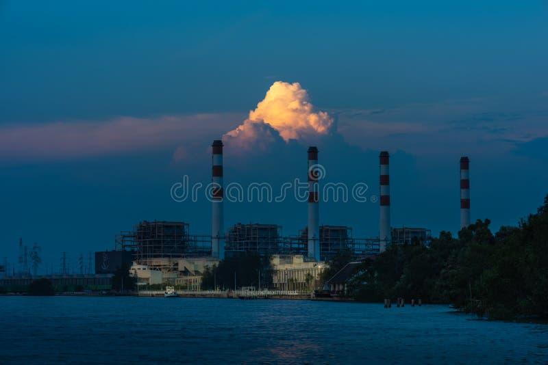 Centrale électrique, centrale électrique de Bangpakong, concept énergétique, ciel nocturne photos stock