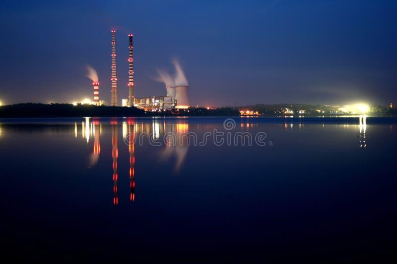 centrale électrique de nuit image libre de droits