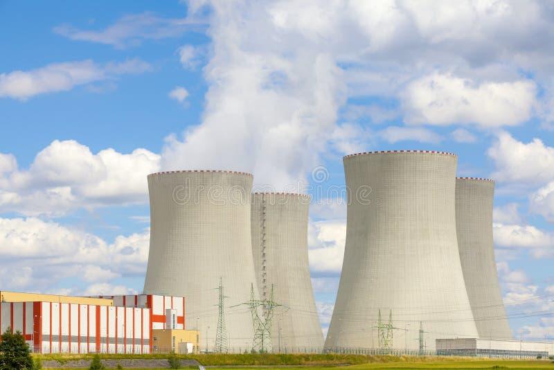 Centrale atomica Temelin in repubblica Ceca Europa con il cielo nuvoloso fotografia stock