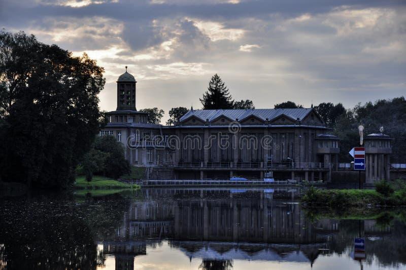 Centrale d'énergie hydraulique historique Podebrady photos libres de droits
