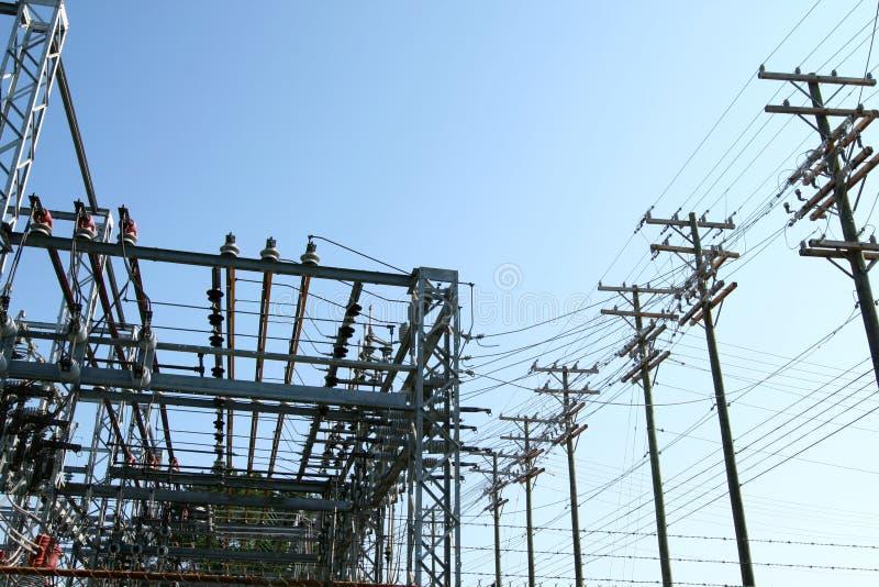 Centrale elettrica ad alta tensione - stazione di trasformazione immagine stock