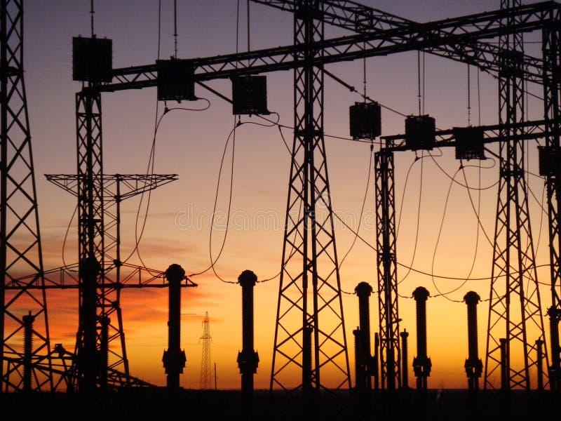 Centrale elettrica al tramonto fotografie stock libere da diritti