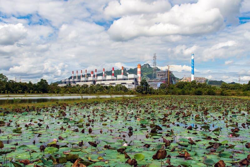 Centrale elettrica del carbone di Mae Moh in Lampang, Tailandia immagine stock