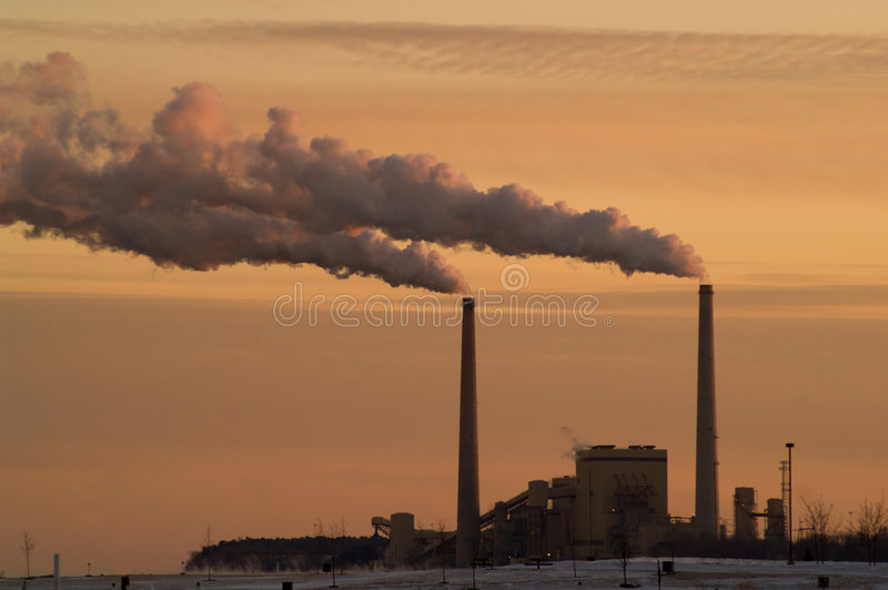 Centrale elettrica del carbone nel lago Michigan fotografia stock