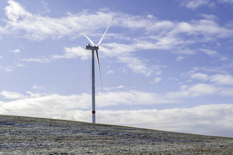 Centrale elettrica della turbina dell'energia eolica immagine stock libera da diritti