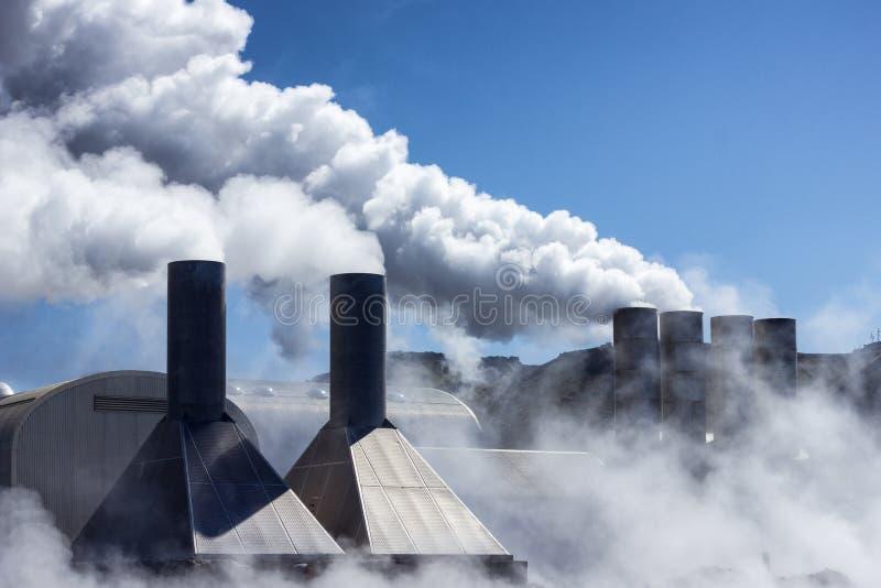 Centrale elettrica di energia geotermica fotografia stock