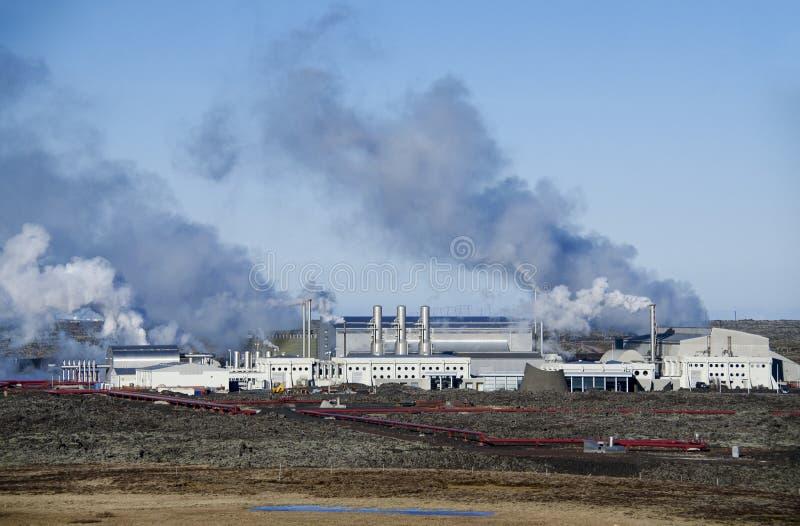 Centrale elettrica di energia geotermica sulla penisola di Reykjanes, Islanda fotografia stock libera da diritti