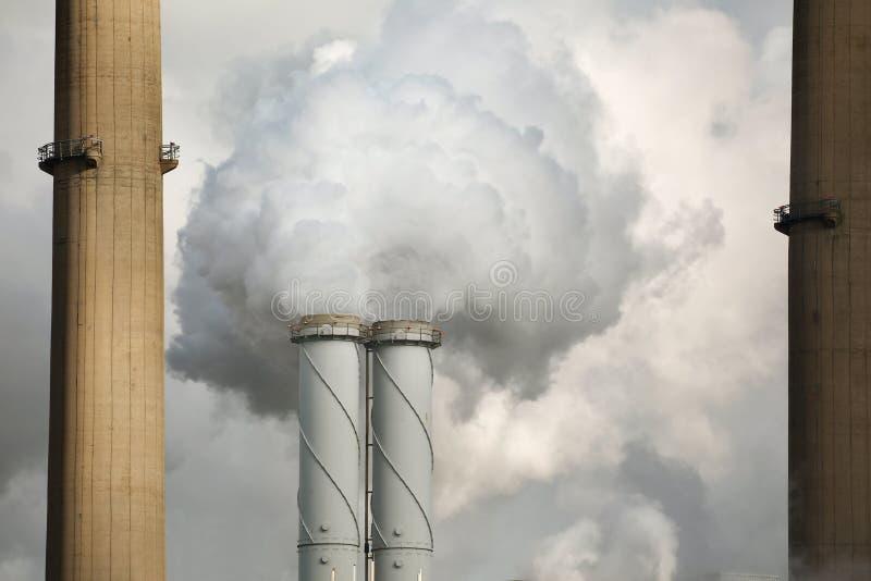 Centrale elettrica di fumo fotografie stock